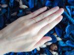 中指、薬指、小指…指輪をはめる指の場所とその意味とは?
